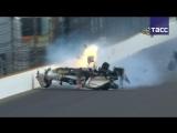 Французский гонщик попал в аварию во время квалификации 'Инди 500'