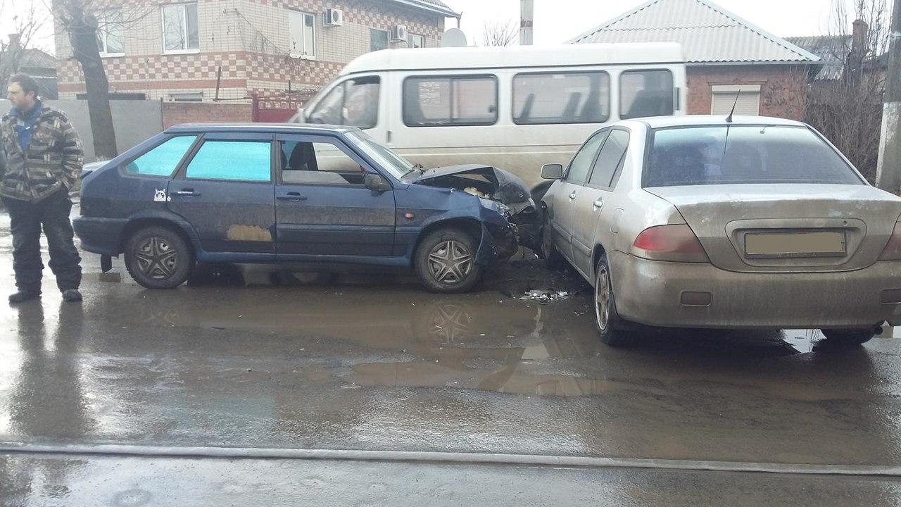 В Таганроге в результате столкновения Mitsubishi Lancer и «ВАЗ-2114» пострадал человек