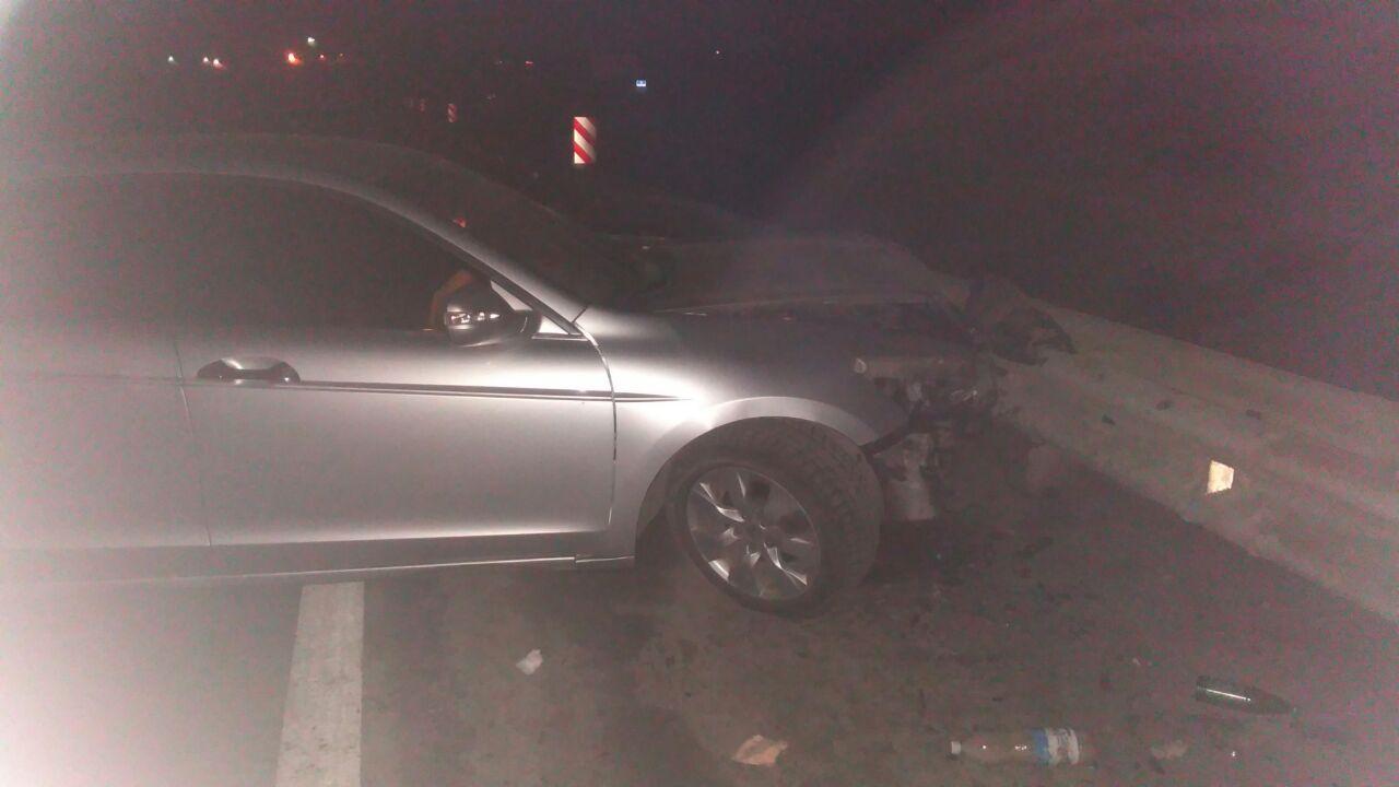 На трассе «Ростов-Таганрог» водитель «Хонды Аккорд» превысил скорость и врезался в отбойник
