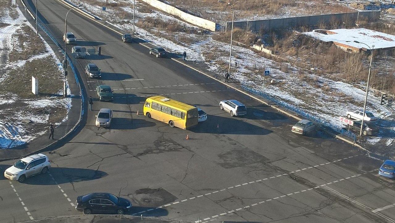 Toyota Prius Ukrajna DYn0HYulJOA