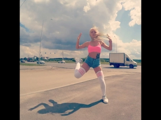 Лето, приди уже ✌🏿🌝 Может мои танцули под солнышком вызовут жару 😂