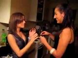 Две девушки принимают Попперс (Poppers)