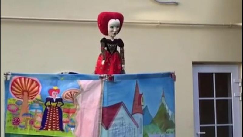 Красная королева в спектакле Алиса в стране чудес