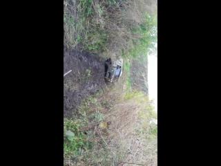 якорь брошен. трос струной, машина сидит крепко в обьятиях грязи.