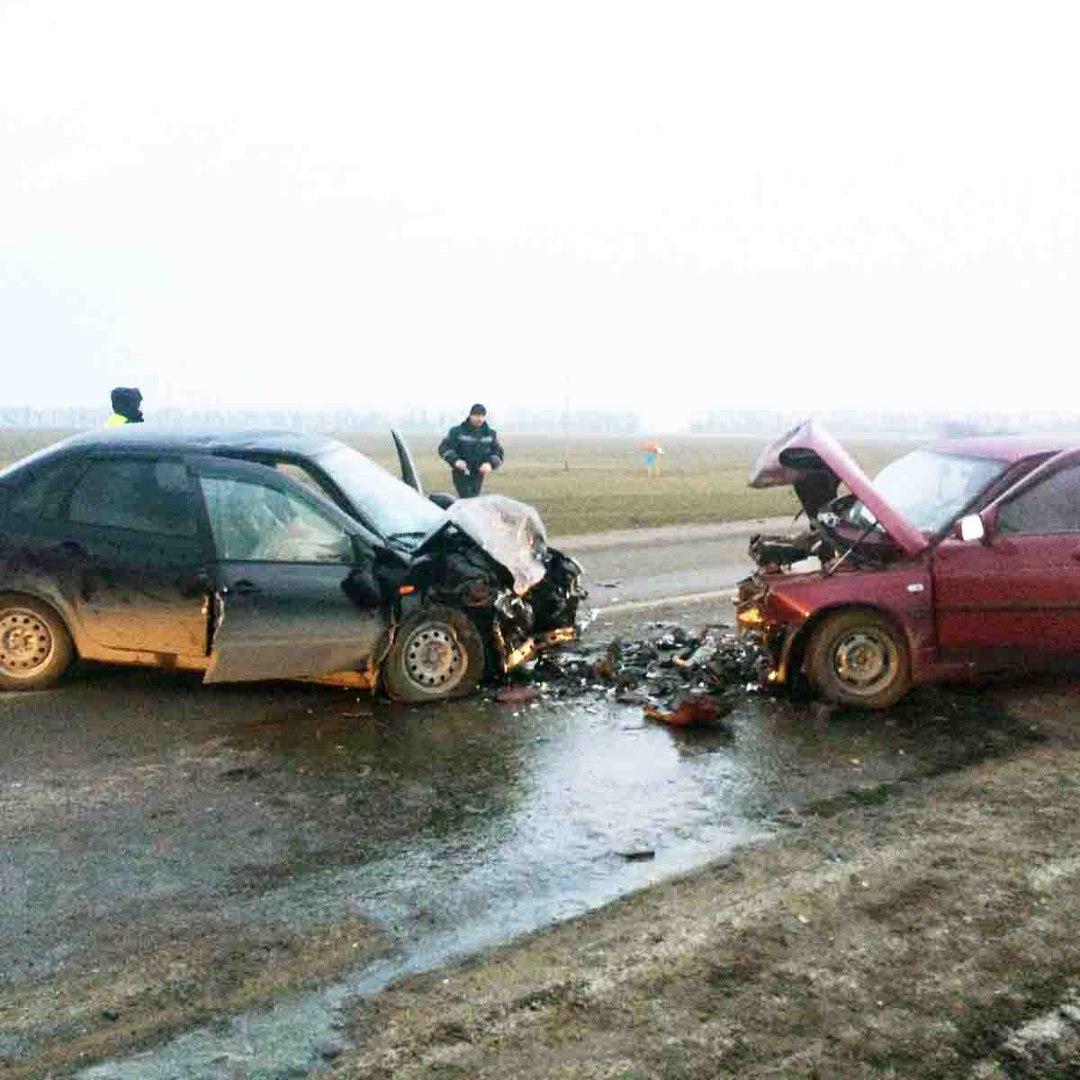 На трассе «Ростов-Таганрог» лоб в лоб столкнулись «ВАЗ-2110» и Kalina, один человек погиб