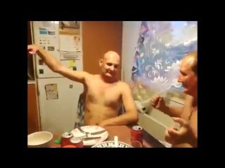 Пьяные мужики и электрошокер