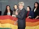 Clodovil desagrada lobby gay e é vaiado pelos gayzistas