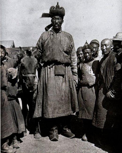 великан из монголии