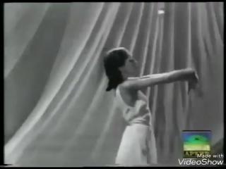 «Вообще-то я думаю, что надо танцевать всем телом, — говорила балерина в снятом о ней документальном фильме. — Все участвует в т