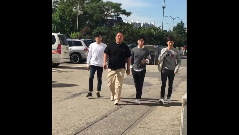 16.09.2017 - у здания KBS, приехали на запись шоу Счастливы вместе 3.