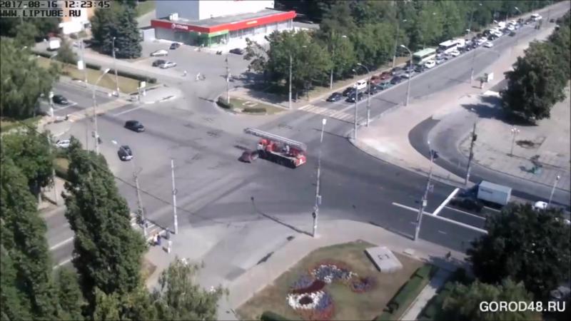 Жёсткая авария в Липецке на перекрестке Космонавтов Терешковой