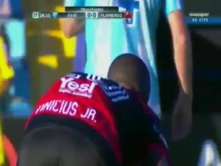 Винисиус Жуниор эффектно обыграл соперника