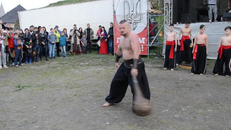 Федерація козацького фехтування Ратар(Поганий звук) Показовий виступ козаків на Форпості.