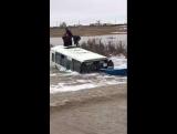 Автобус тонет в Казахстане