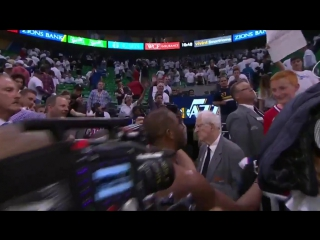 Крис Пол после матча отдал свою майку болельщику «Клипперс»