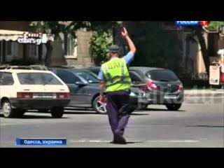 ГАИшники Одессы стали ПОСМЕШИЩЕМ... Грузин запретил палочки и те регулируют дорожное движение руками