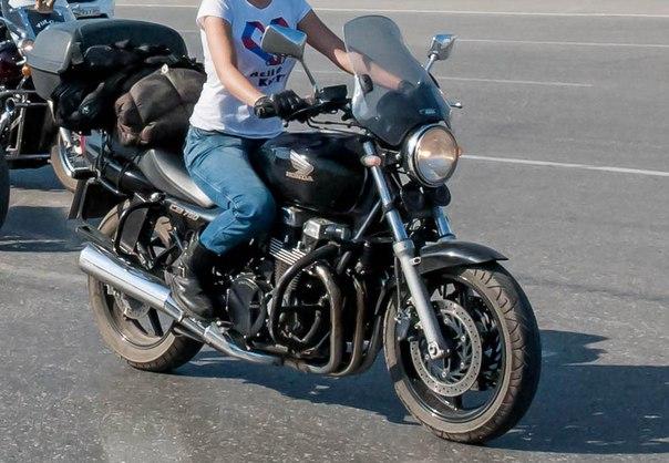 Продаю мотоцикл. Ноnda CB 750. Черный. Год выпуска 2002. Пробег 30000к