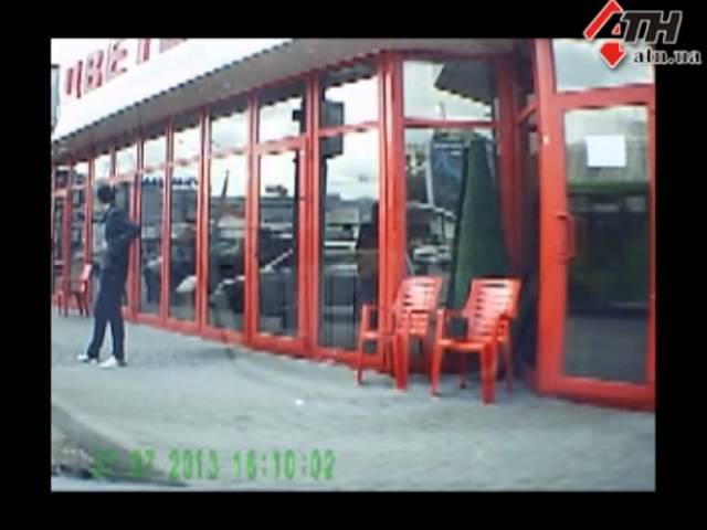 04.10.13 - Грабитель, который пробивает колеса авто, запечатлен на видео!