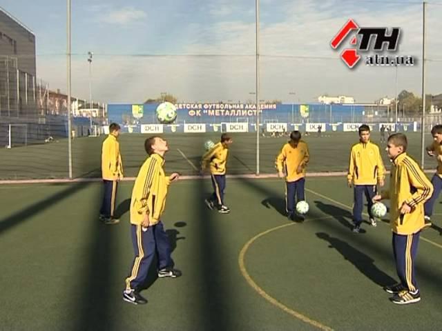11.10.12 - Салыгин решил подарить юным футболистам счастье