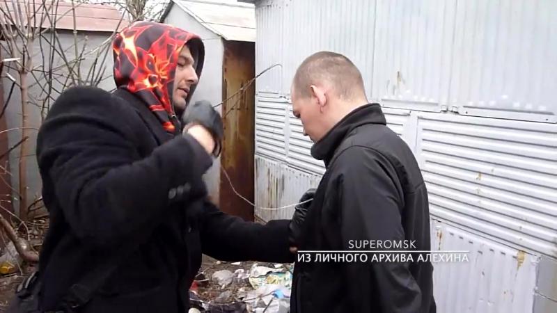 Омского сторонника Навального поймали по обвинению в грабеже