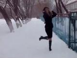 ..Опять чешу на каблуках ... По льду и утренней пороше!