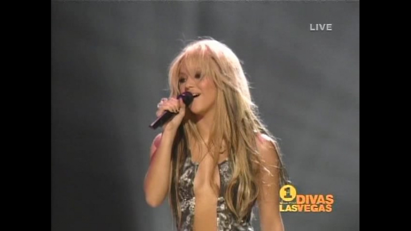 Shakira - Always On My Mind - Live at Vh1 Divas Las Vegas