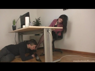 Фут фетиш в офисе - jizzbunkercom