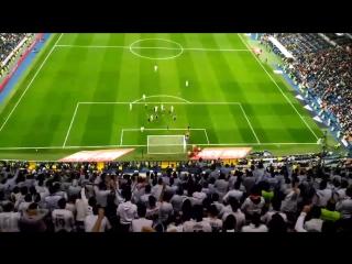Трибуна болельщиков заряжает за гол Серхио Рамоса, и тот забивает. Незабываемо.