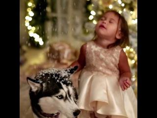 Волшебство☺️❄️🎇 Ps:мамули,знаю что мало кто успел купить платья,но на выходных будет много новинок и в начале декабря почти все модели снова появятся в продаже🎄👗подписывайтесь к нам на @iamspecial.ru что