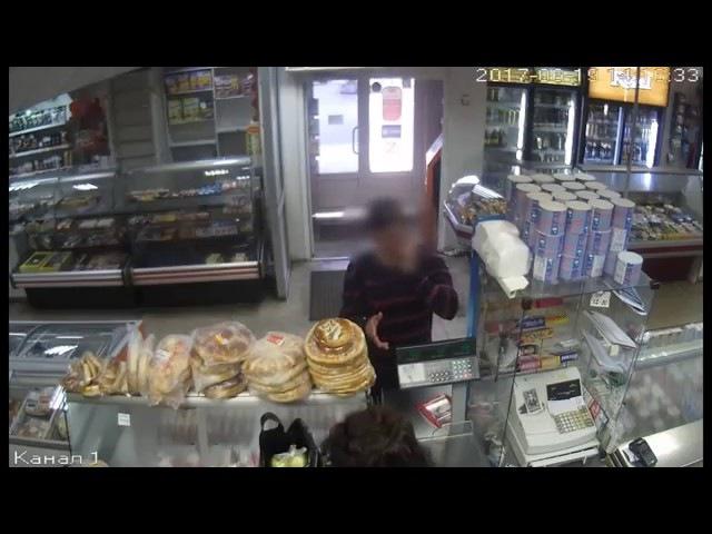 Неуклюжее ограбление магазина в Воронеже попало на видео