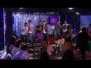 Violetta 2 : De jongens zingen 'Luz camera accion' in de karaoke bar (Aflevering 65)