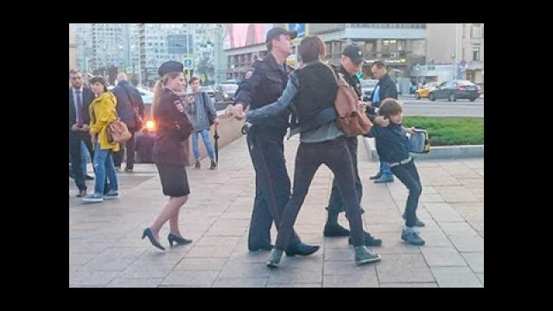 В центре Москвы задержали 10 летнего мальчика декламировавшего Гамлета