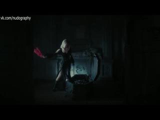 Ева Грин (Eva Green) сняла трусики в фильме Мрачные тени (Dark Shadows, 2012, Тим Бёртон)