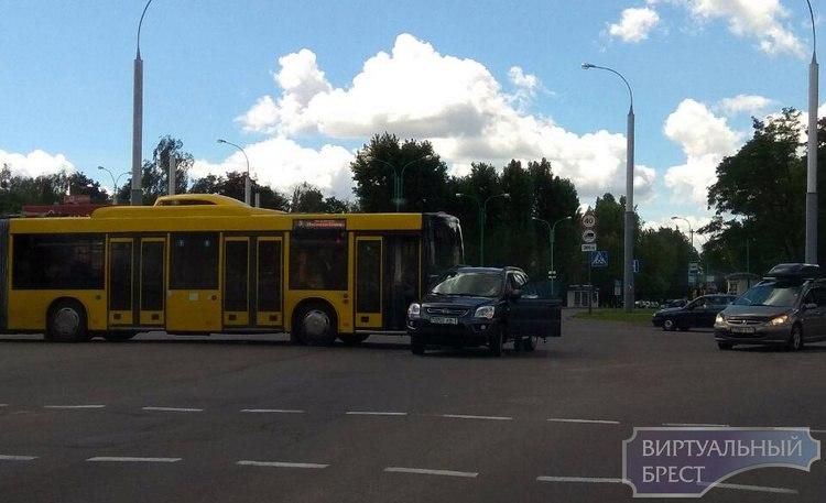 """ДТП с новеньким автобусом: как всё было """"на самом деле""""?"""