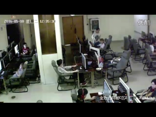 Man electrocuted in an internet cafe in korea - Forstorpio - Death and Gore Videos