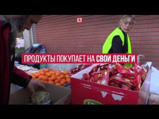 Москвичка кормит беженцев в Париже. Французам это не нравится