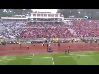 На финале Кубка Португалии мяч судье доставили в полете на дроне (6 sec)