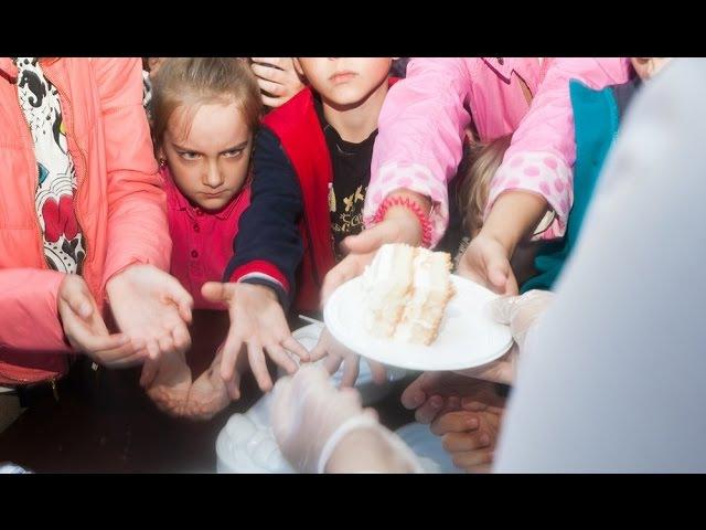 4000 чалавек ядуць 200-кілаграмовы торт у Горадні