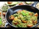 Espaguetis de calabacín y zanahoria con pesto de aguacate