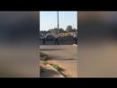 Обезумевший мужик накинулся на полицейских с ножом во время задержания