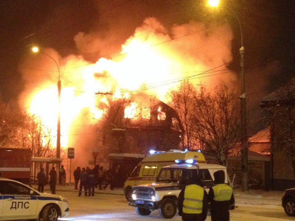 Продолжаются работы наместе крупного пожара вМурманске