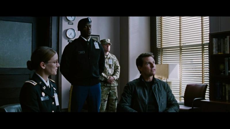 Джек Ричер 2. Охотник убивает адвоката Муркрафта.Ричера арестовывают