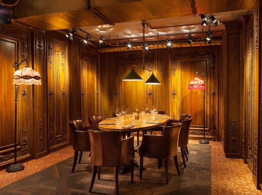 """Ресторан """"Матрешка"""", выложенный цементной плиткой."""