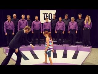 Человеческий хор в виде живого пианино