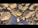 Самый прозрачный в мире лёд! Прогулка альпинистов по кристально чистому льду горного озера в Высоких Татрах в Словакии.