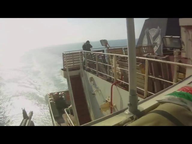 Сомалийские пираты напали на корабль под частной охраной.