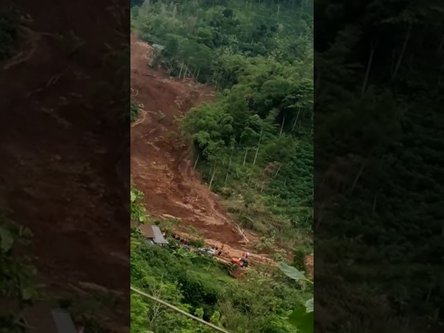 Tanah longsor di Nganjuk * Vidio Amatir *