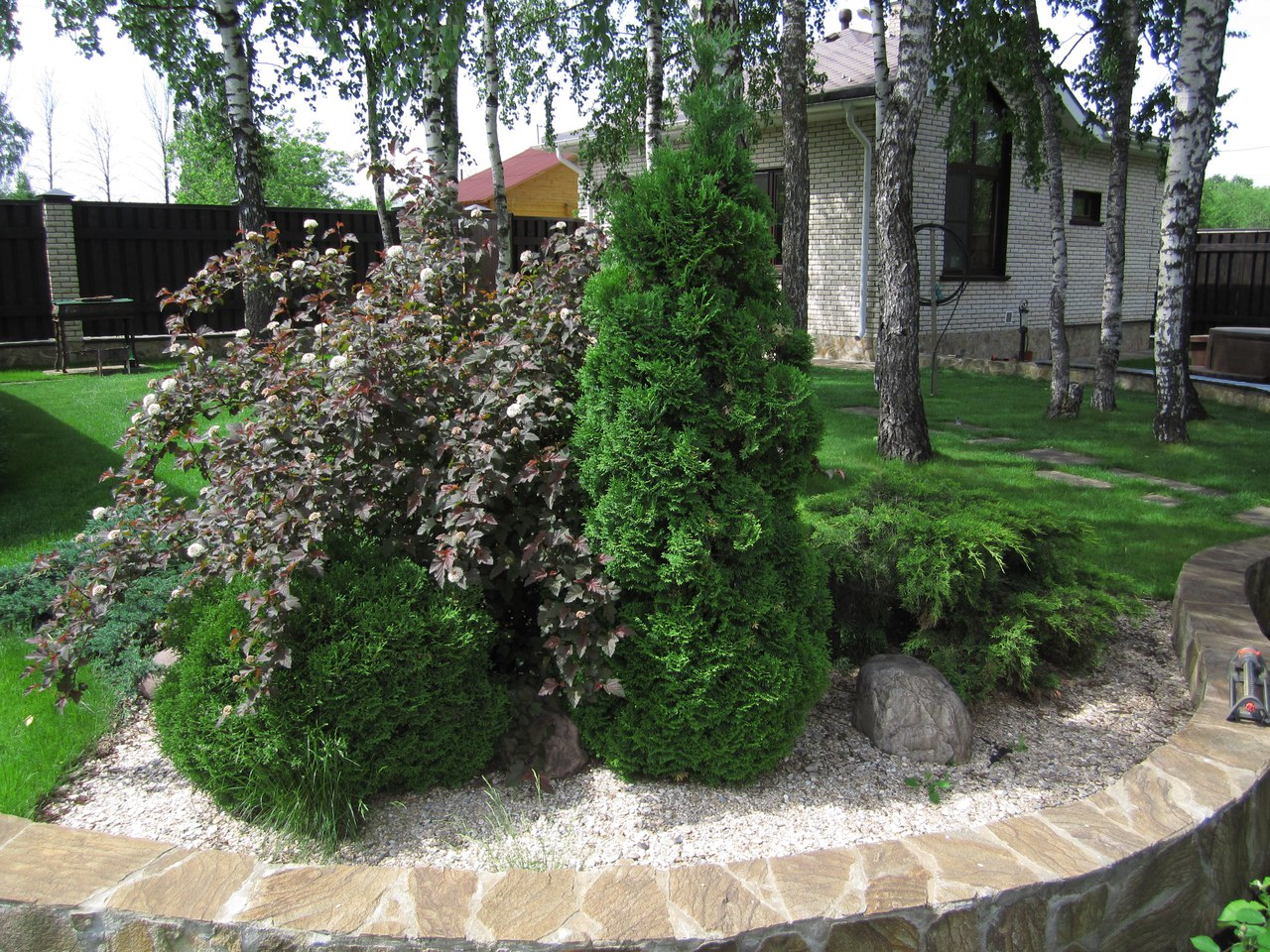 Заказать альпийскую горку  на даче в  Москве