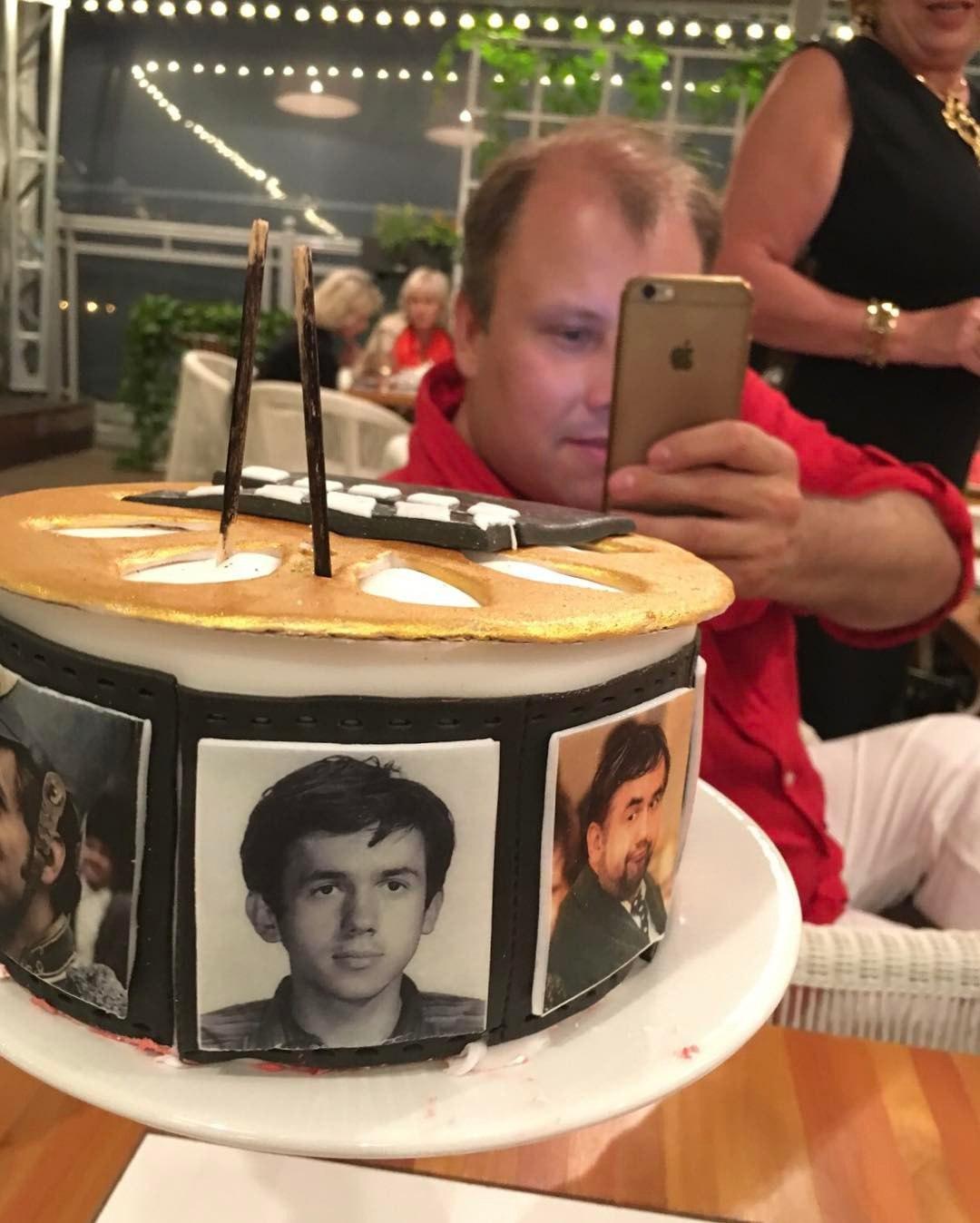 Самый вкусный торт на 1 апреля, от Лены Лениной с моими портретами...