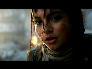 Transformers: The Last Knight Previe | Izzy Stays And Fights